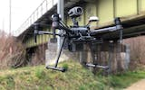 Drones with dual GPS antennae can be flown in the vicinity of electric installations with no risk of interference. The camera mounted on top of the drone makes it possible to inspect infrastructure from below.