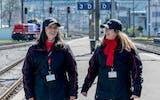 Die Bahnhof-Paten markieren Präsenz und patrouillieren am Bahnhof